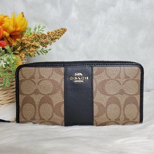 COACH ACCORDION ZIP WALLET IN SIGNATURE CANVAS